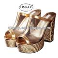 sandalias de cuña de oro