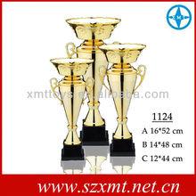 montado con trofeo trofeo de plástico y piezas de metal trofeo de la copa
