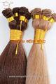 pelo humano mano atada a la trama del pelo