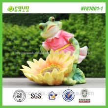 venta al por mayor de la rana y flor de la resina de la novedad alimentador del pájaro