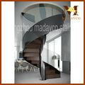 madera vertical de acero en espiral de la escalera