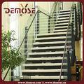 comercial utiliza las escaleras de metal de diseño interior