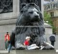 estatua de bronce del león