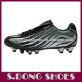 nuevos zapatos de fútbol para los hombres