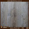 El costo de tres capas de madera natural con suelo de color de aceite de cera, ahumado de diseño