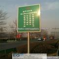 Postes de señalización de la carretera