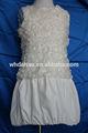 blanco patrón de flores niña bebé vestido de imágenes