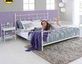 camas modernas blancas metales cama de matrimonio con listones de madera curvada