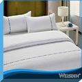 2014 venta caliente blanca simple jacquard de microfibra sistema del lecho del hotel colchas baratas