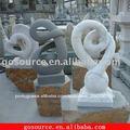 Moderna escultura em pedra abstrata