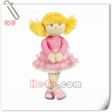 muñeca de trapo suave agradable tradicional muñeca de la muchacha