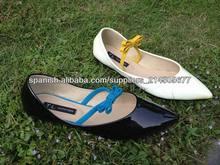 Nuevos zapatos de la señora del estilo