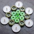 fábrica al por mayor de prensa de plástico botones para prendas de vestir