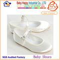 liso blanco que se utiliza para los zapatos de los niños