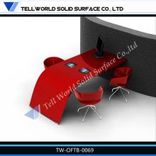 rojo modelo caliente escritorio de oficina