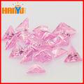 venta al por mayor de lujo forma de circonio cúbico de color rosa diamantes triángulo de circonio cúbico