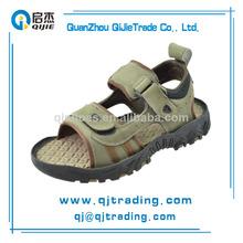 china 2014 baratos al por mayor el último diseño de moda de cuero plano de verano sandalia de los hombres