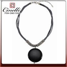 diseño de collar de ámbar negro colgante de joyería
