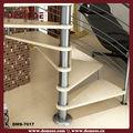 madera de la escalera con barandilla de acrílico