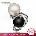 Alibaba españa popular venta caliente negro y blanco perla anillos tibetanos R485