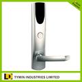 cerradura electrónica con las perillas de las puertas y cerraduras
