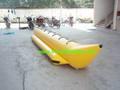 de una hilera de banano inflable barco