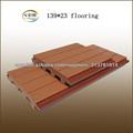 Compuesto de madera y plástico piso