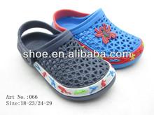desnuda boy zapatillas de niños
