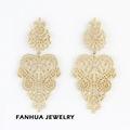 2014 nuevo diseño de lujo hueco fuera de la flor de oro pendientes colgantes