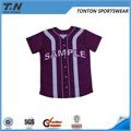 camiseta de béisbol con un diseño personalizado