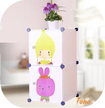los niños de almacenamiento de armarios con puertas de dibujos animados