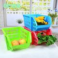 de plástico de colores cestas de fruta