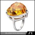 las mujeres compromiso reino de diamante en forma de corazón anillo