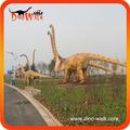 Dinosaurio mecánico hecho en el constructor de dinosaurio