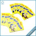 los niños que juegan tarjeta de tarjetas de dibujos animados