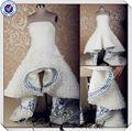 jj3569 bordado azul royal e branco ruffle frente curta vestido de noiva bordado azul