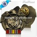 La forma de águila de oro antiguo 1961-1975 color insignia de años
