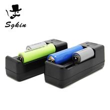 SGKIN TECH universal Li-ion 18650 Cargador de batería para 4 en 1 cable del cargador del usb