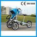 madre y el bebé en bicicleta de paseo con 3 ruedas
