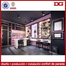 Diseño de interiores famoso salón de la tienda del boutique de venta al público moderno showroon