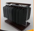 Más caliente de la venta bueno calidad precio de plastico madera Custom Suit expositores
