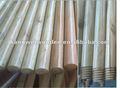 palo de escoba de madera pintada