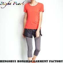 Lady`s pantalones cortos de deporte en diseño colorido
