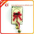 el más reciente de navidad corona de flores con el cono de pino de la decoración