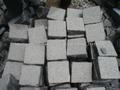 Adoquines de granito negro stocks cincel