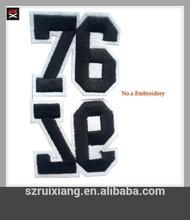 fieltro insignia del bordado el logotipo de los números de parches bordados