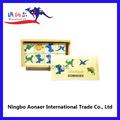 De madera juego de domino conjunto, de color pequeño dinoaurs dominoes, mini juego de domino