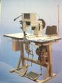 Machine à coudre avec système double aiguille