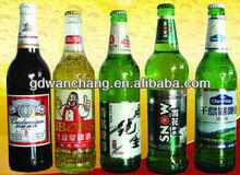 molti tipi di bottiglia di birra collo etichetta
