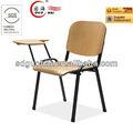 sala de aula de mesa e cadeira